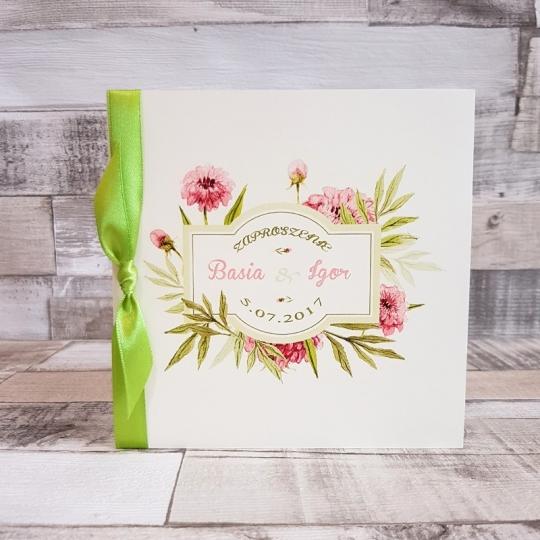 Zaproszenie Ślubne z Motywem Pastelowych Kwiatów i Zieloną Tasiemką WZ10