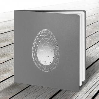 Kartka Świąteczna z Motywem Jajka w Srebrnej Siatce W501