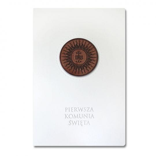 zaproszenie-komunijne-koloru-ecru-z-drewniana-aplikacja-flk16