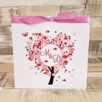 Zaproszenie Ślubne z Motywem Drzewa w Kształcie Serca i Fioletową Tasiemką WZ14