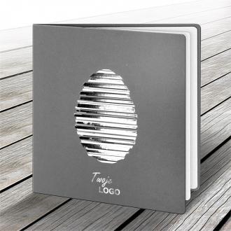 Kartka Świąteczna z Motywem Jajka w Biało-Srebrne Paski W518