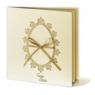 Kartka Świąteczna z Pisanką Wyciętą Laserowo oraz Złotą Wstążką W239