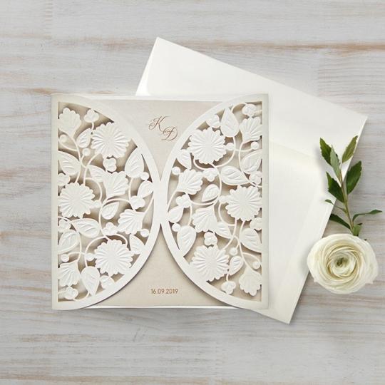 Zaproszenie ślubne z białymi kwiatami  f1462tz