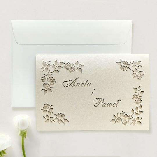 Zaproszenie ślubne z wyciętymi różyczkami f1483