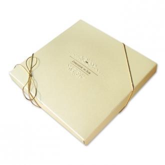 Zestaw zaproszeń ślubnych składający się z zaproszenia ślubnego, menu weselnego i winietki na stół Elegance III