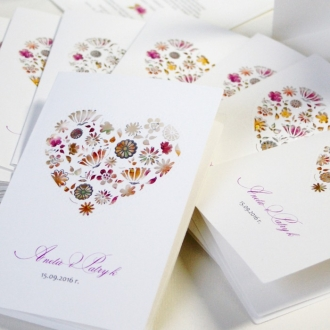Zaproszenia Ślubne z Wyciętym Sercem Wypełnionym Kwiatami F1232