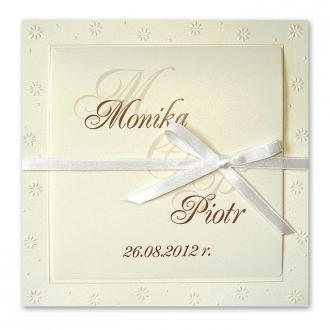 Zaproszenie Ozdobione Perłowymi, Tłoczonymi Kwiatkami F1014