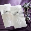 Zaproszenia Ślubne w Kolorze Białym w Kształcie Koszulki TB9014