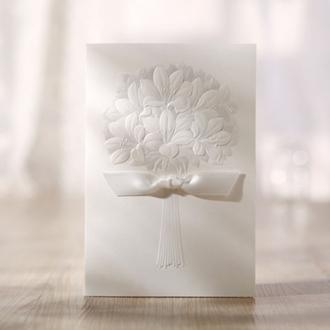 Zaproszenie w Kolorze Ecru z Tłoczeniem Bukiet Kwiatów TBH3201